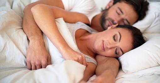 Por qué es tan importante el acurrucarse post sexo